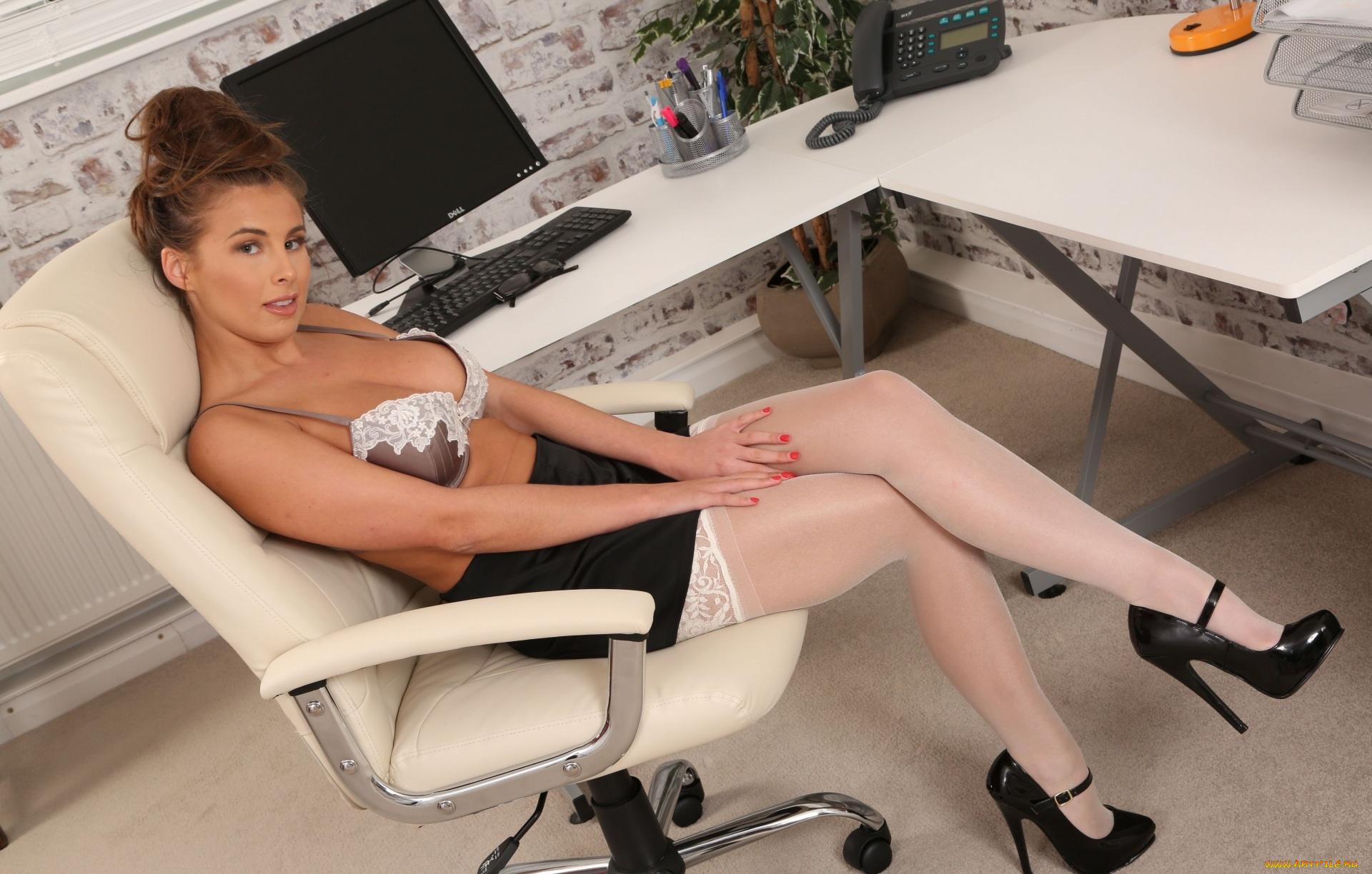 Русское измены секретарша раздвинула ноги на кресле фото секс пикаперами секс