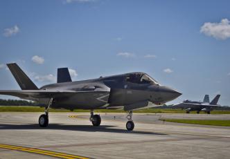 Картинка авиация боевые+самолёты lightning ii аэродром американец f-35 самолет бомбардировщик