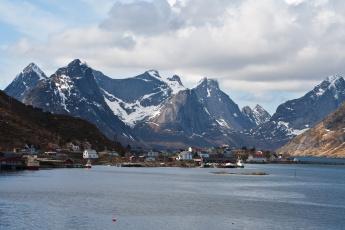 Картинка lofoten islands norway города пейзажи остров горы озеро дома