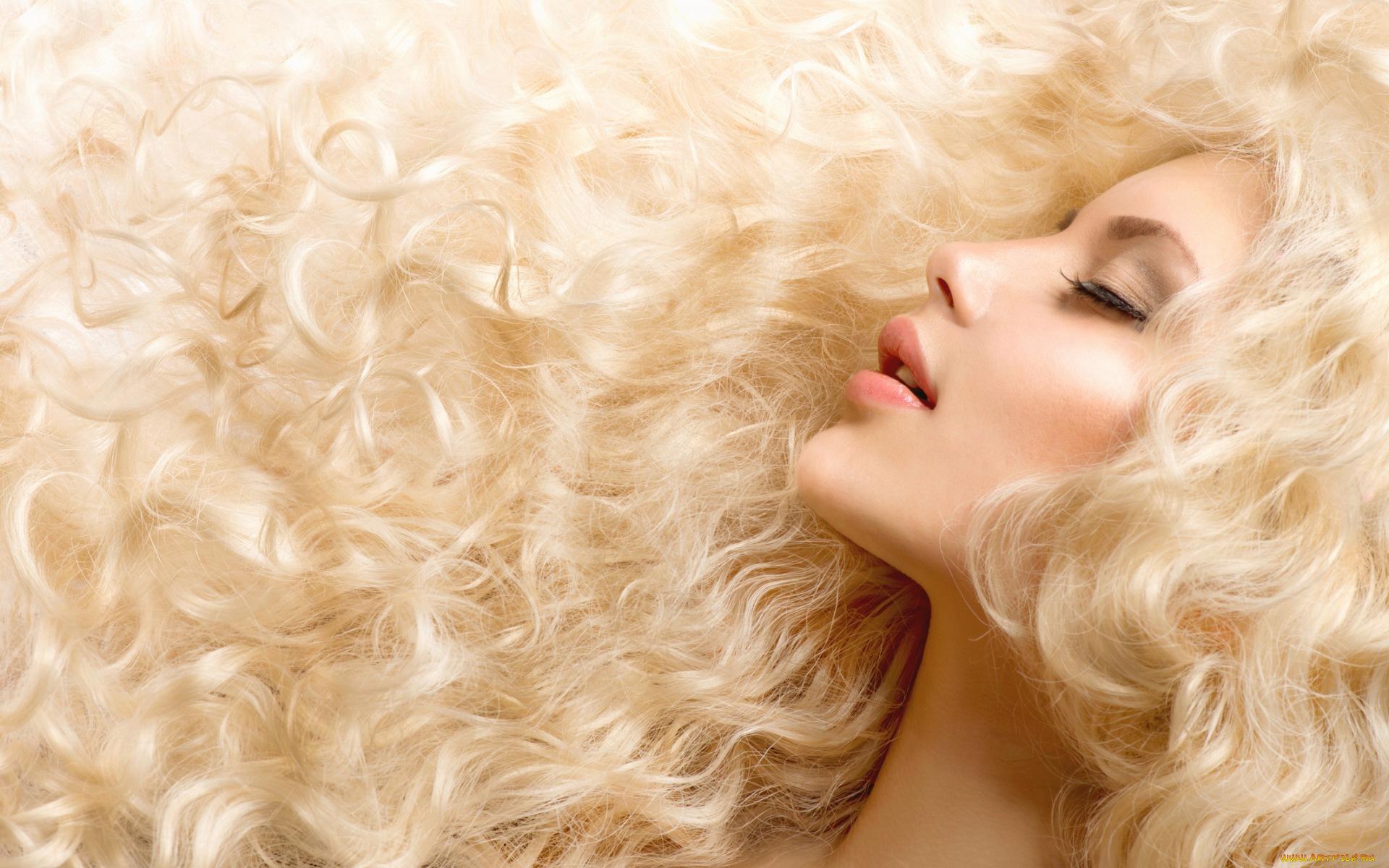 Фото кудрявая блондинка, Голая кудрявая блондинка В чулках 9 фотография