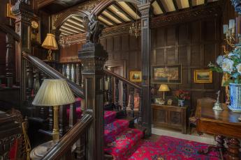 Картинка интерьер холлы +лестницы +корридоры мебель цветы дизайн ковер дерево картины лампы классика холл лестница