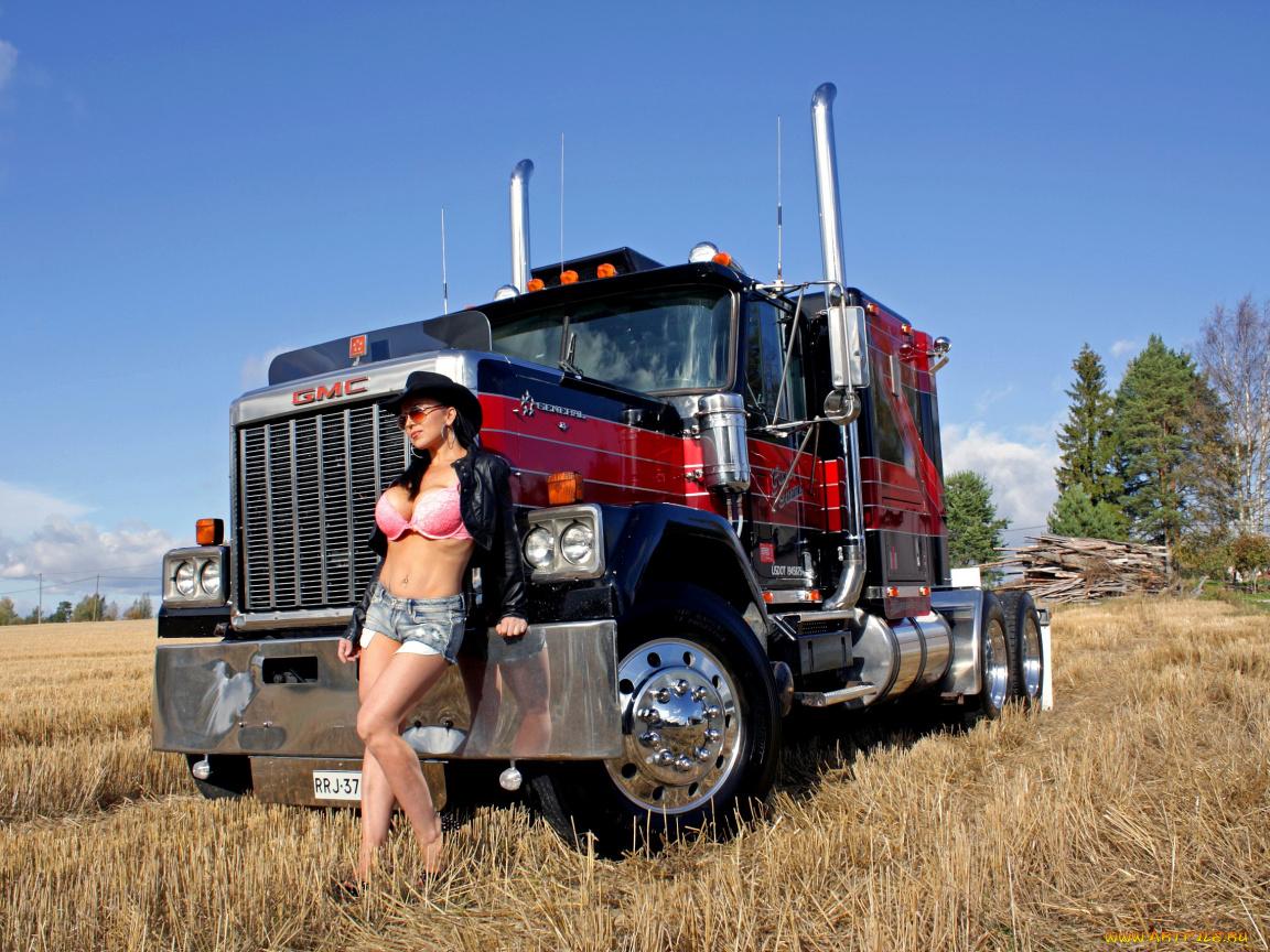 Фото девушек с грузовыми автомобилями