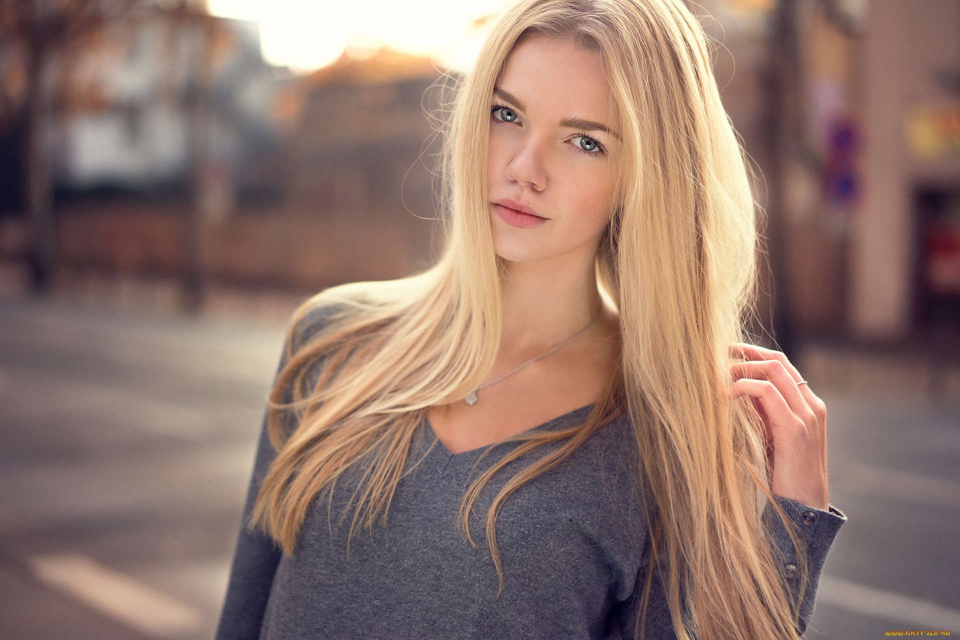 girl-blonde-funny-s-toung