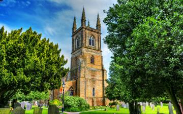 Картинка saint mary`s lutterworth города католические соборы костелы аббатства парк трава деревья памятники костел
