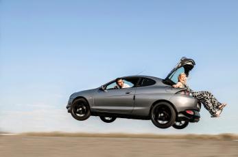 Картинка юмор+и+приколы девушка машина водитель багажник