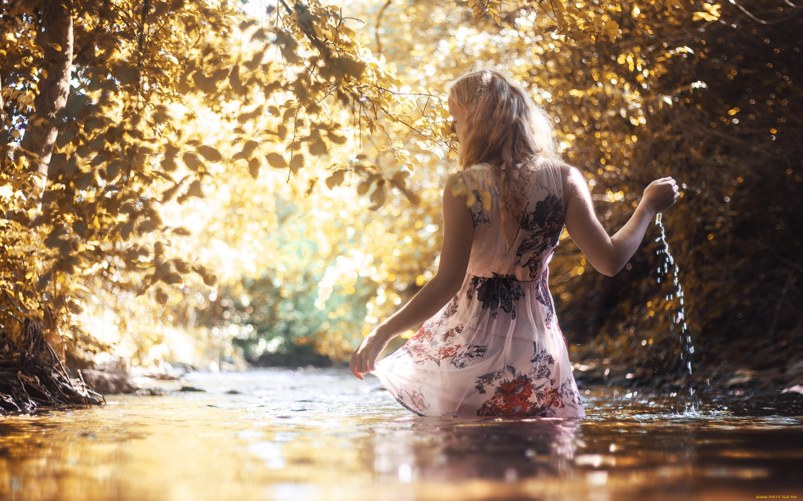 Картинки девушек у речки