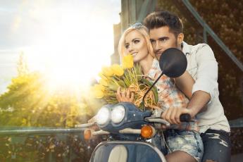 Картинка разное мужчина+женщина тюльпаны цветы мужчина девушка пара скутер