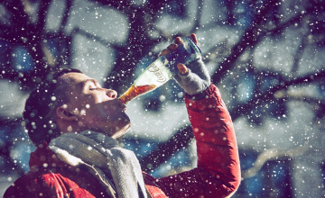 обоя бренды, coca-cola, напиток, шарф, парень, кока-кола, бутылка, снег