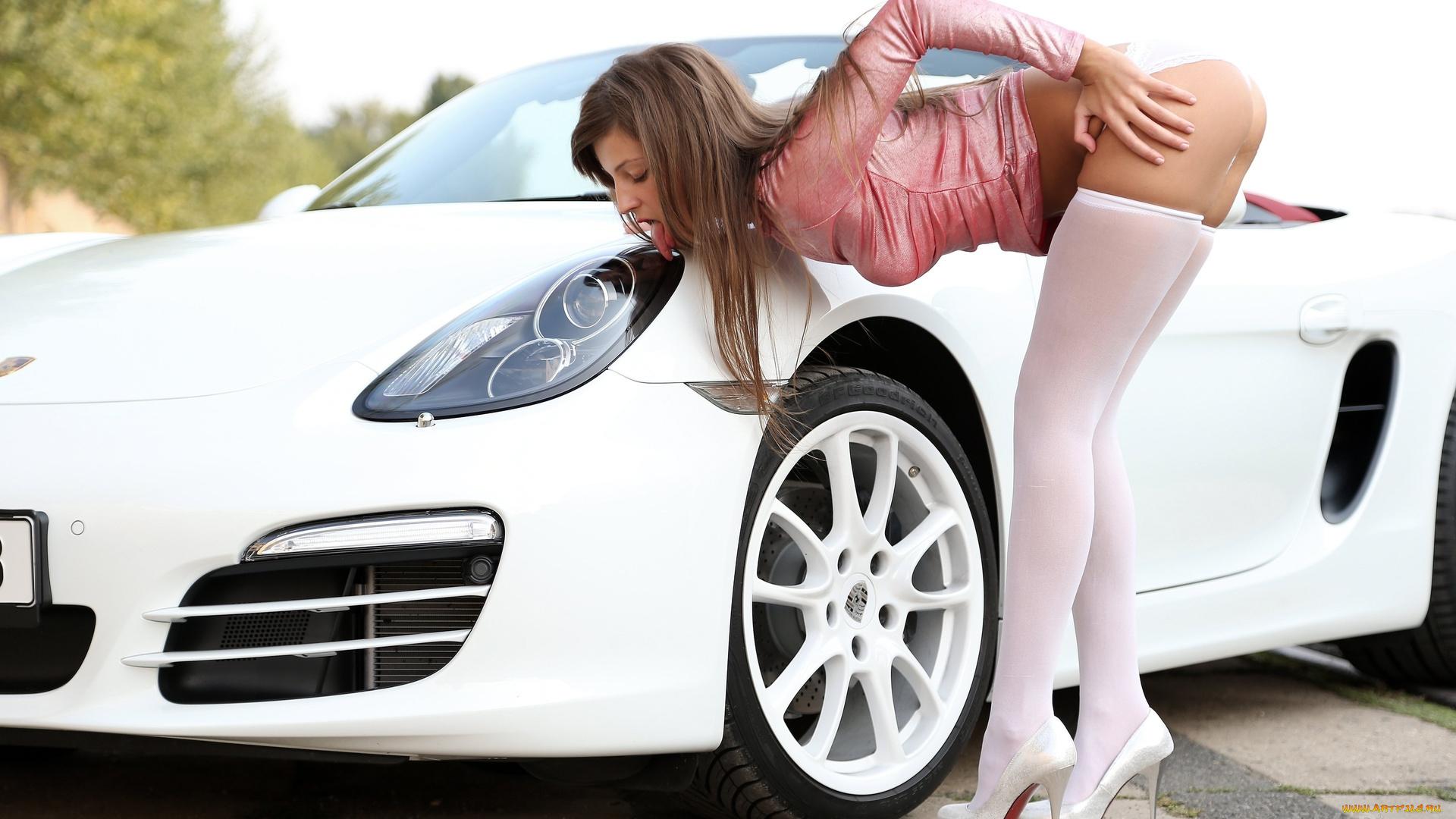 Девушка из окна автомобиля  № 3635835 бесплатно
