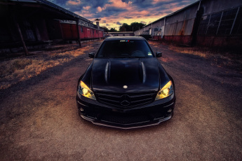 обоя mercedes-benz c63 amg black sedan 2011, автомобили, mercedes-benz, 2011, amg, black, sedan, c63