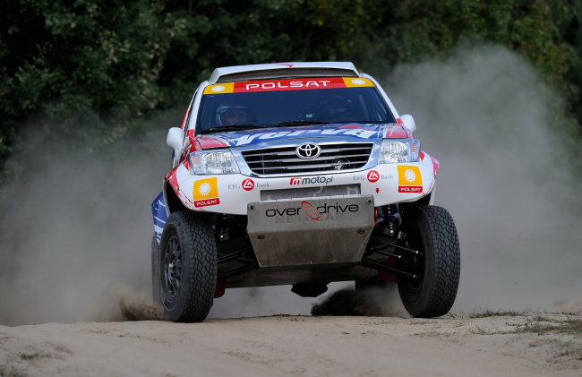 Обои картинки фото toyota hilux rally car 2012, спорт, авторалли, toyota, hilux, rally, car, 2012
