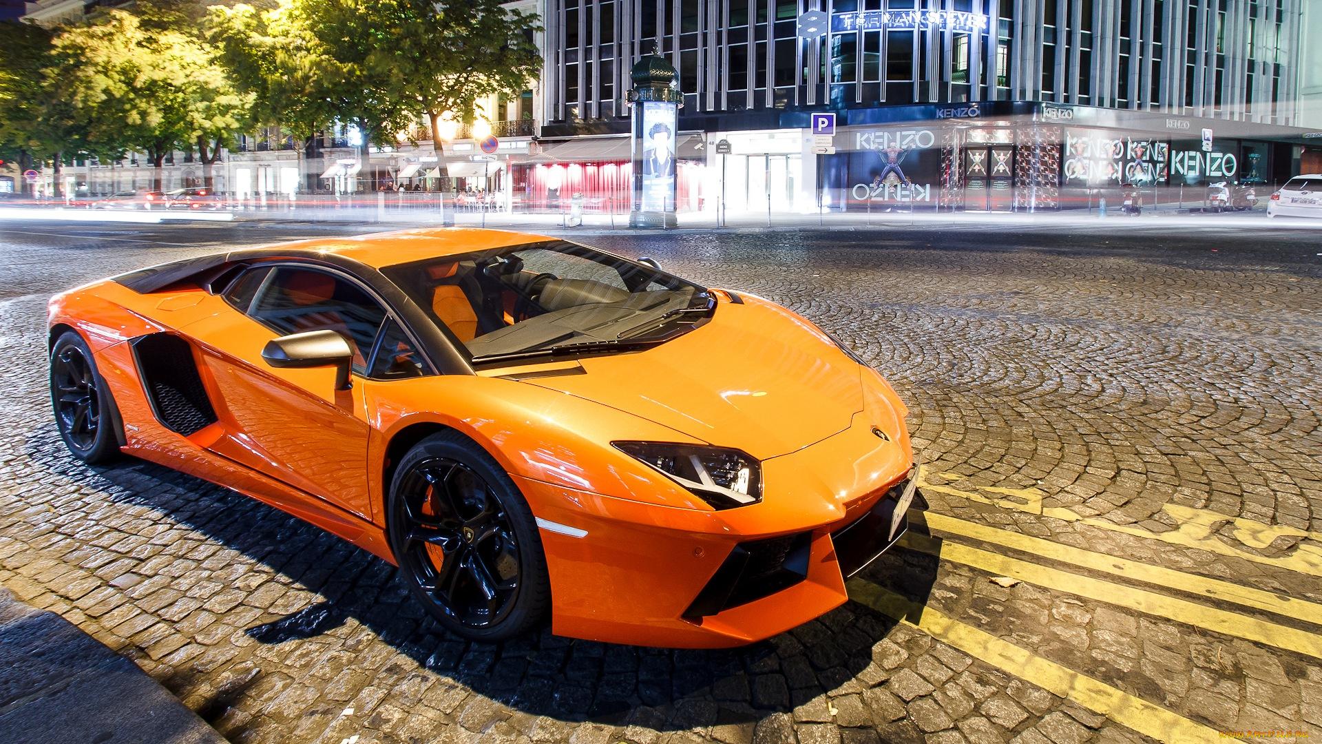 Lamborghini у дворца бесплатно