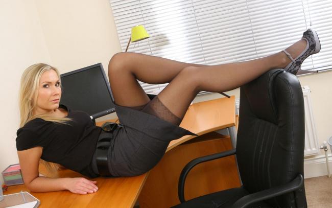 фотосессии секретарши в чулках