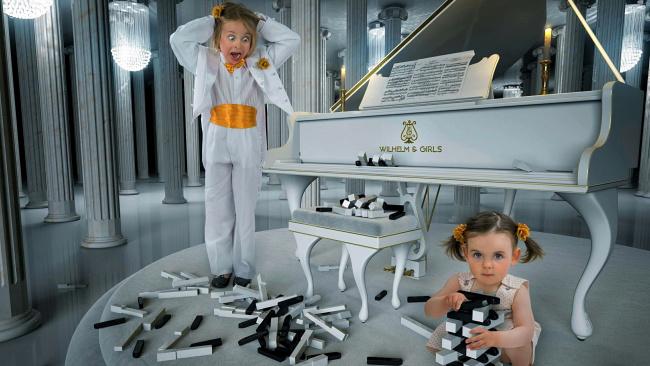 Обои картинки фото юмор и приколы, рояль, девочки, клавиши