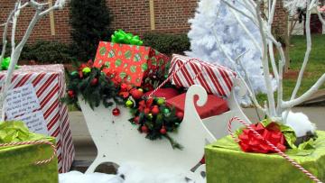 обоя праздничные, подарки и коробочки, подарки, санки, коробки, праздник
