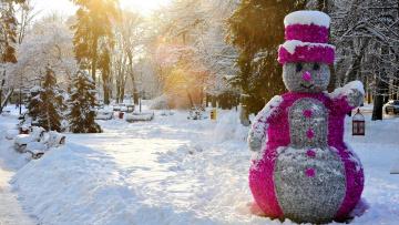 обоя праздничные, снеговики, сугробы, снег, снеговик, елки, парк