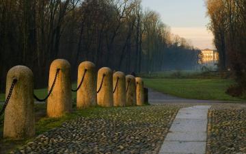 Картинка дорога дому природа дороги цепь столбики