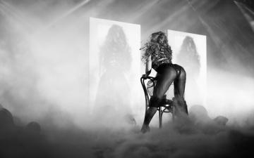 обоя музыка, beyonce knowles, певица, девушка, черно-белое, фото, сцена
