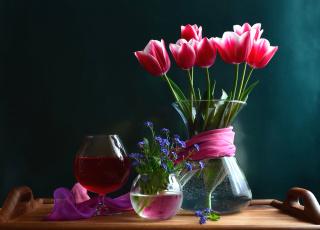 Картинка цветы разные вместе тюльпаны незабудки бокал