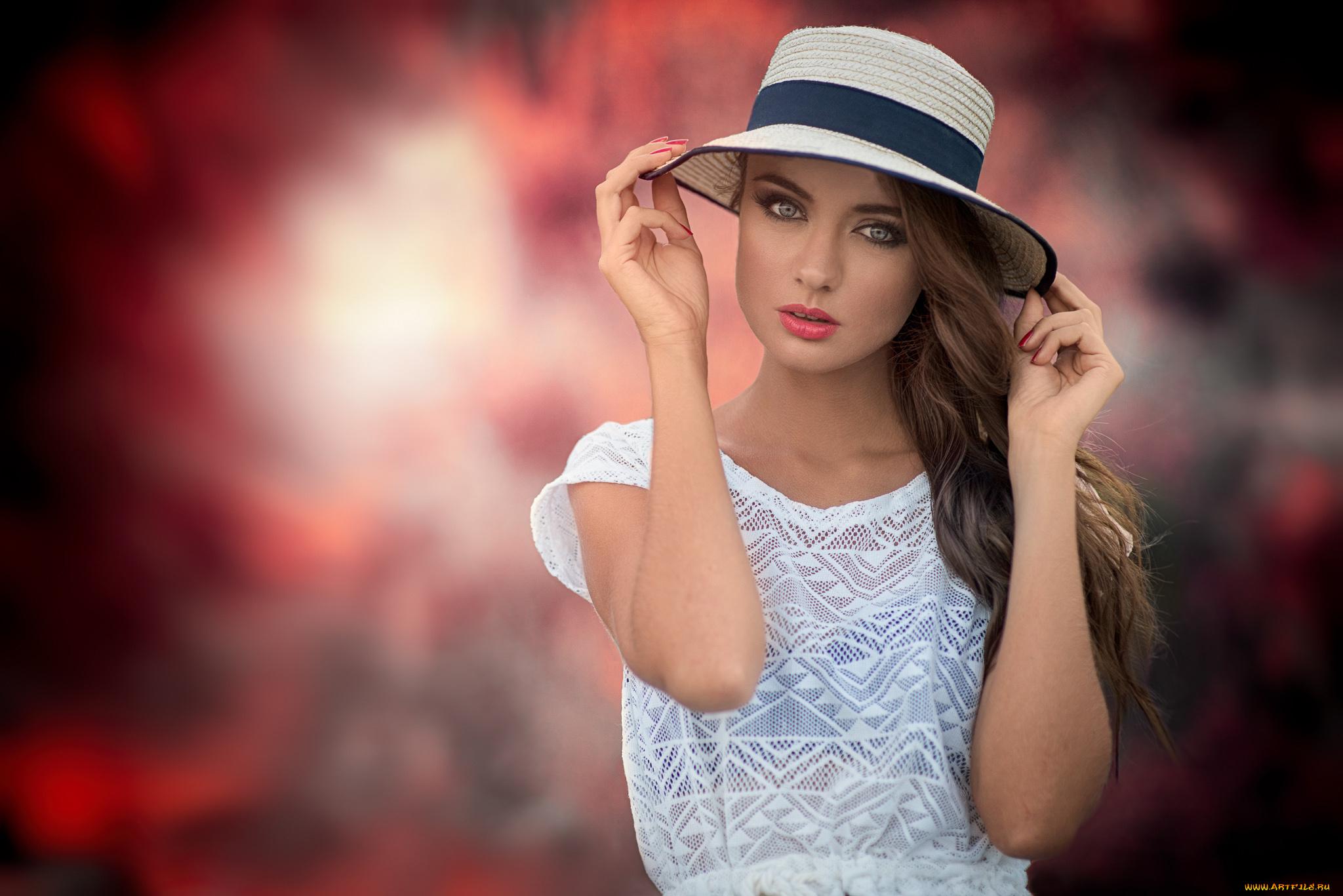 девушка взгляд шляпка красная лицо  № 1867450 без смс