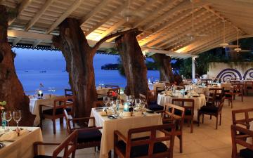 обоя интерьер, кафе,  рестораны,  отели, море, веранда, столики, сервировка