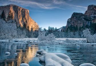 Картинка природа зима вода горы снег деревья