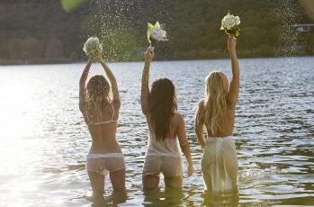 обоя девушки, -unsort , группа девушек, букет, вода, serebro, гр серебро
