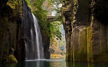 Картинка природа водопады ущелье река водопад мостик