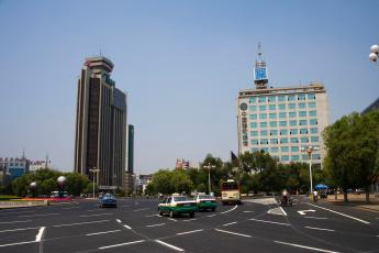 Картинка города улицы площади набережные дома