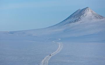 Картинка природа зима снег гора Чукотка пейзаж