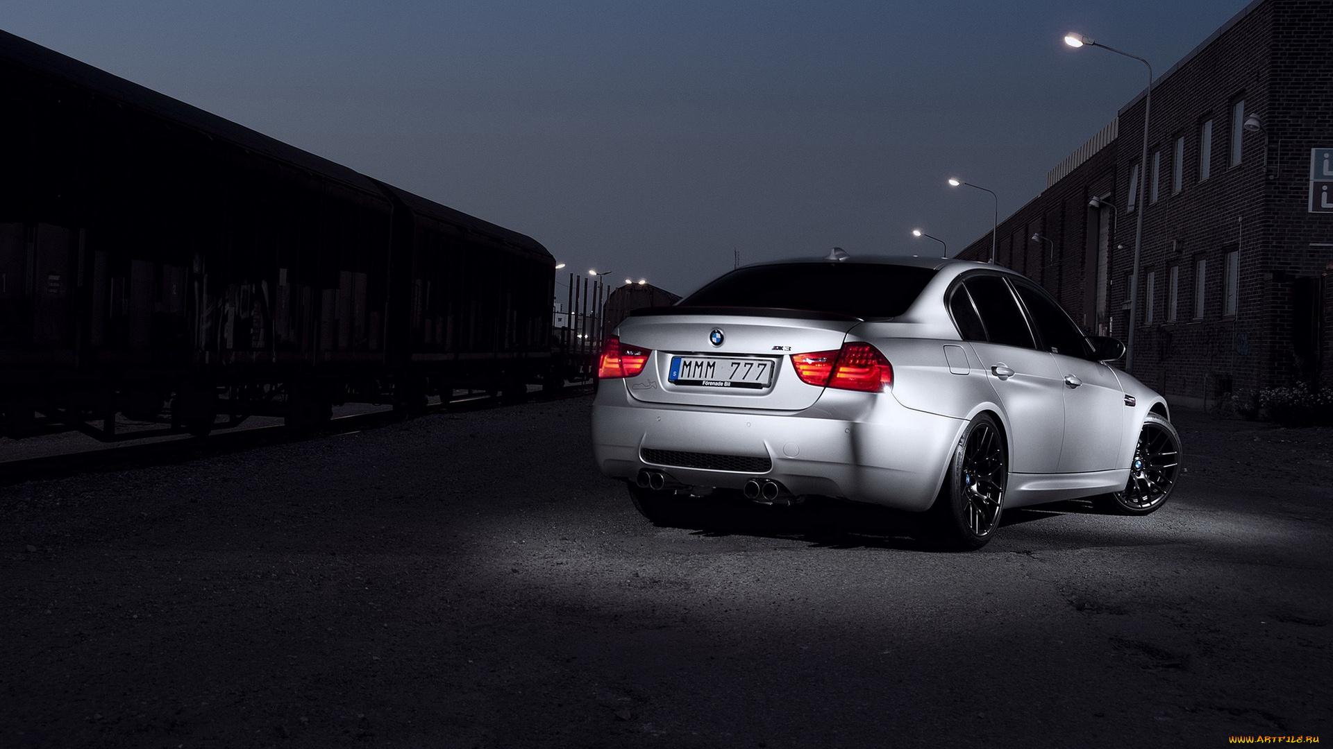 серо-белая BMW  № 477604 бесплатно