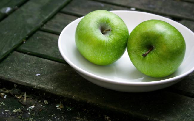 Обои картинки фото еда, Яблоки, миска, дуэт, пара