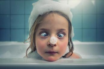 Картинка юмор+и+приколы девочка ванна пена