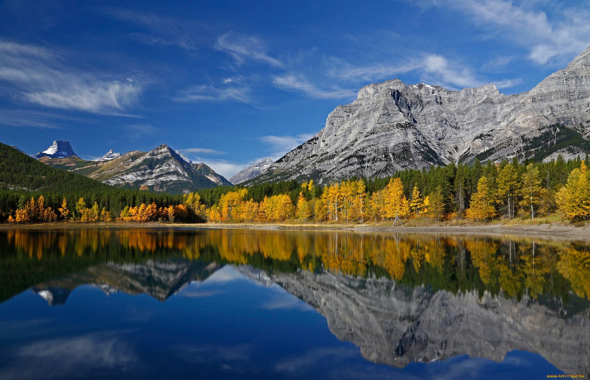 природа деревья осень озеро отражение горы скачать