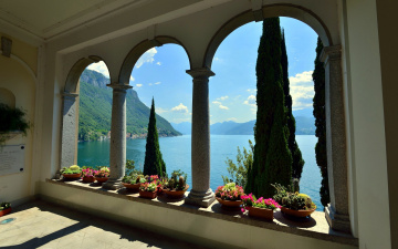 обоя интерьер, веранды,  террасы,  балконы, озеро, горы, кипарисы