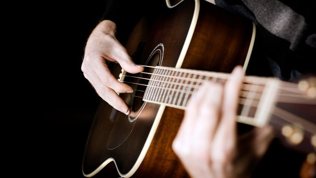 Обои картинки фото музыка, -музыкальные инструменты, гитара, руки, музыкант, струны