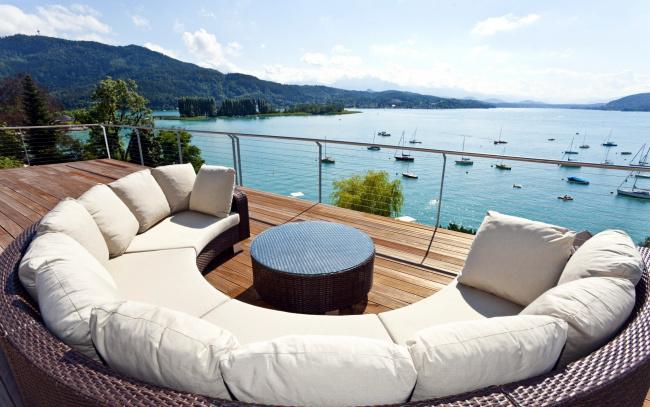 Обои картинки фото интерьер, веранды,  террасы,  балконы, залив, яхты, терраса, обзор, диван