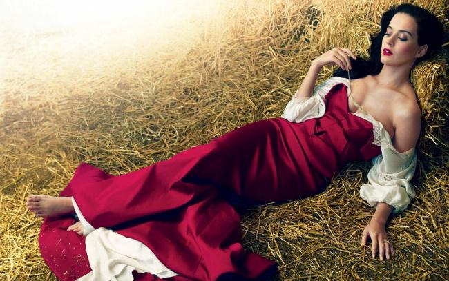 Обои картинки фото музыка, katy perry, сено, платье, декольте