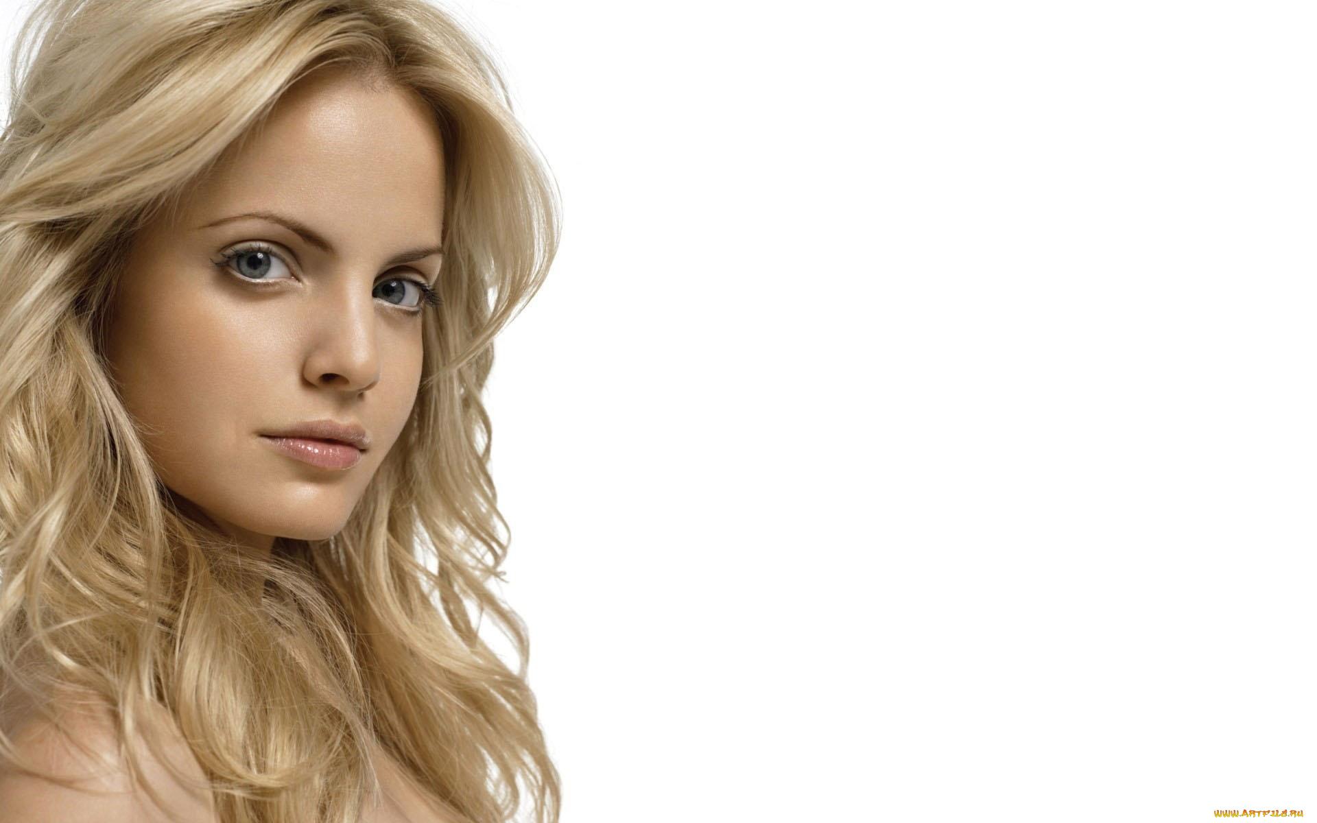 Блондинка взгляд девушка без смс