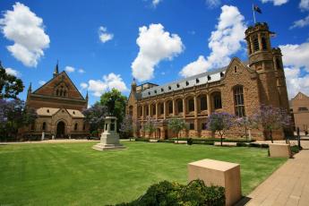 обоя австралия, города, - дворцы,  замки,  крепости, здания, газон, памятник, деревья, облака