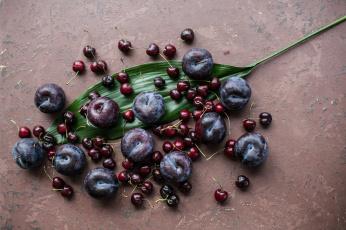обоя еда, фрукты,  ягоды, слива, вишня, ягоды, лист