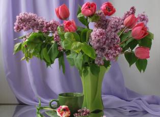 обоя цветы, букеты,  композиции, весна, тюльпаны, чашка, ваза, натюрморт, сирень