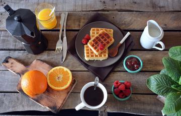Картинка еда разное вафли малина апельсины сок кофе джем