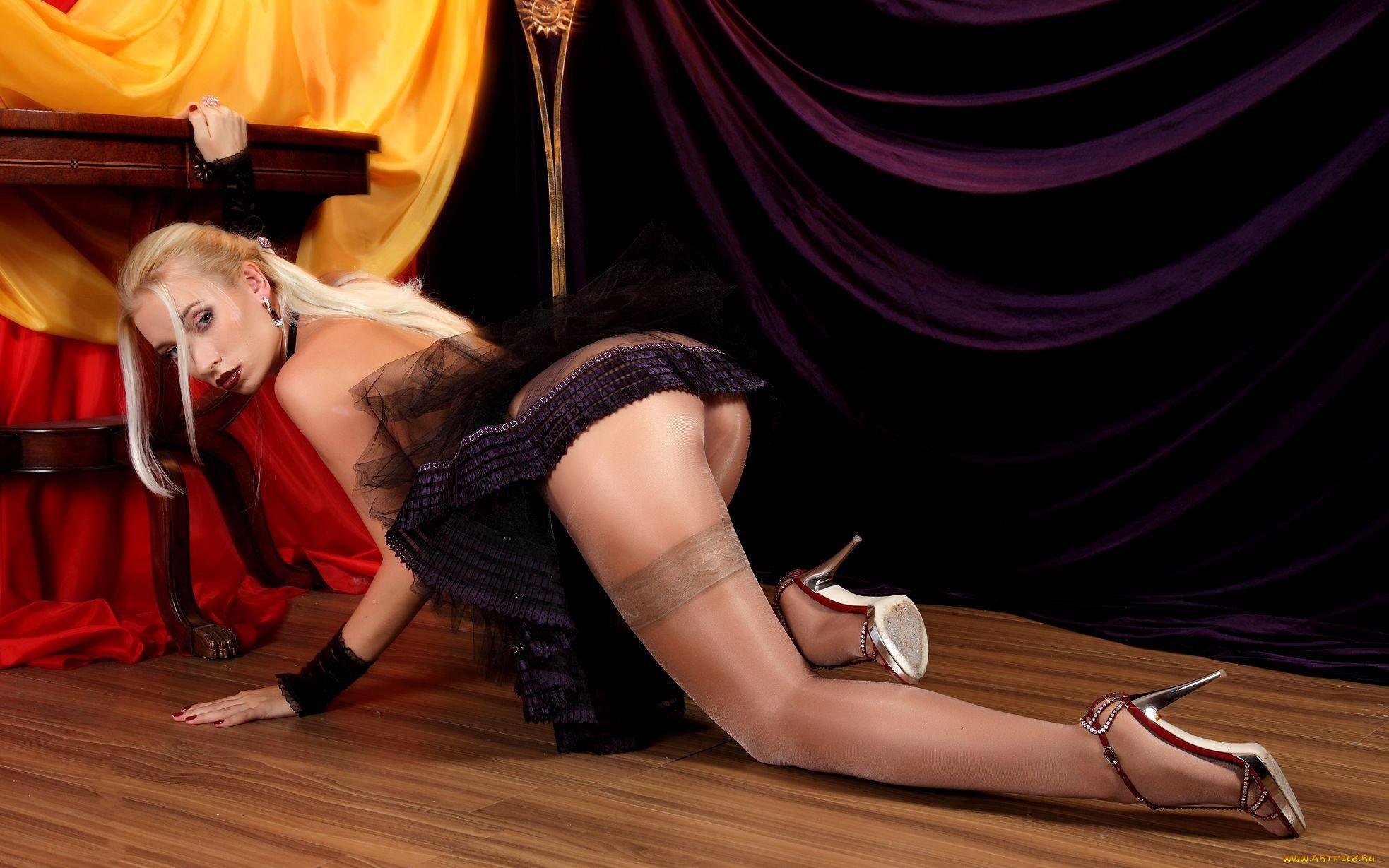 недавно парень фото женский стриптиз в чулках трусиках тоже всегда соответствующий