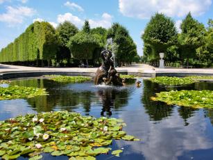 Скульптуры фонтан здание без смс