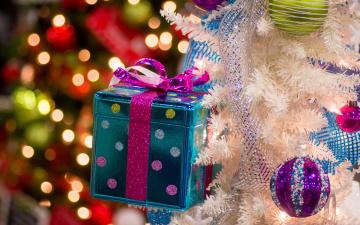 обоя праздничные, Ёлки, ёлка, украшения, блики, коробка