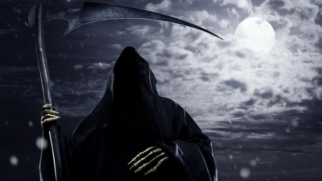 Обои картинки фото фэнтези, нежить, луна, ночь, коса, балахон, смерть, дождь, тучи