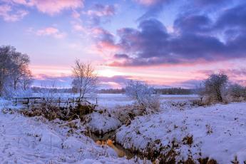 Картинка природа зима поле снег деревня рассвет утро деревья речка мост