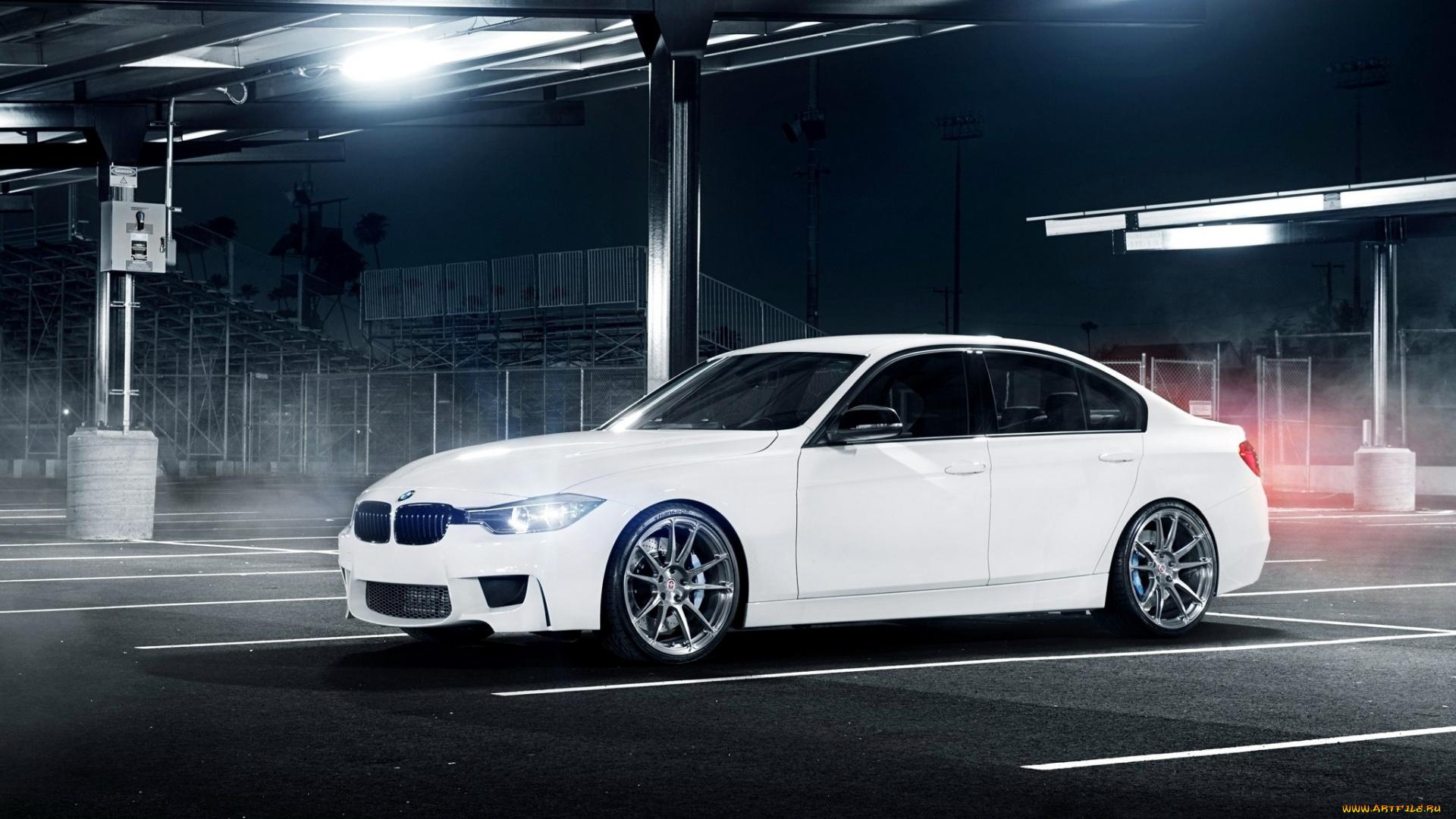 серо-белая BMW смотреть