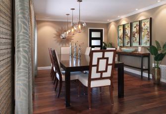 Картинка интерьер столовая мебель дизайн стиль цветы картины люстры